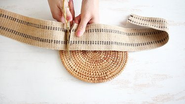 Cutting the webbing to size