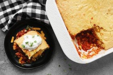 Bake cornbread chili pie casserole
