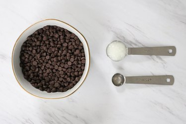 Ingredients for peppermint chocolate coating