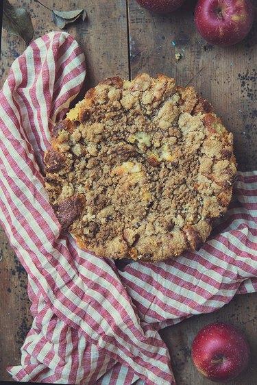 Apple Pie Crumb Cake