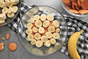 Add vanilla wafers and bananas