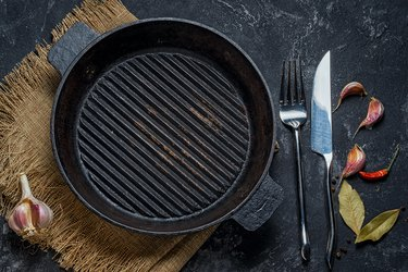Black iron empty grill pan