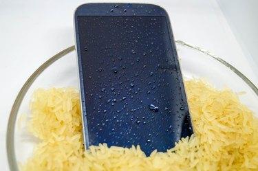 Life Hacks - erste Hilfe beim feuchten Smartphone