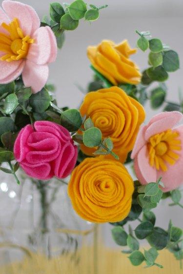 finished DIY felt flower bouquet