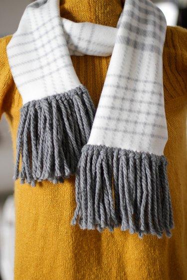 finished no-sew fleece fringe scarf
