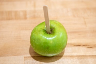 Easy Old-Fashioned Candy Apples Recipe