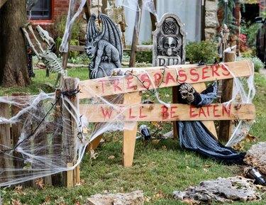Tresspassers will be eaten sign in Halloween decorated yard