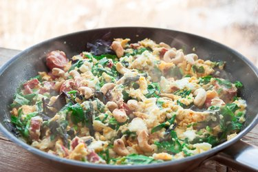 Frittata with spinach, sausages and cashew nuts