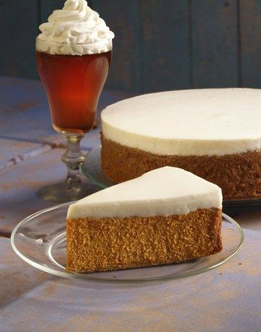 Pumpkin cheesecake with coffee
