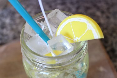 lemon slice on rim