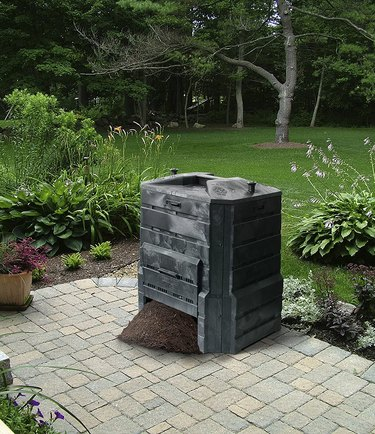The large opening on the bottom makes it easy to remove compost.