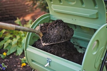 A door makes it easy to remove the compost.