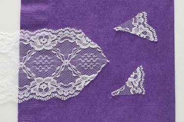 Cut end of lace or tulle