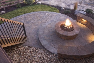 Bueatiful backyard firepit