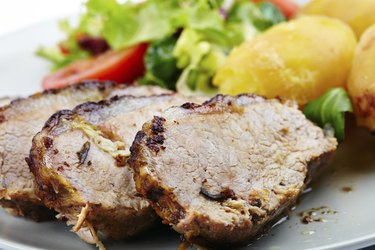 Baked tenderloin with salad