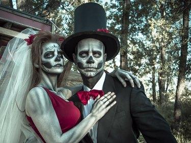 Skeleton bride and groom