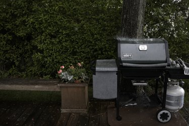Outdoor barbecue cooker
