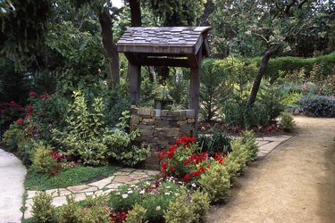 Photo, a wishing well surrounded by a garden, Color