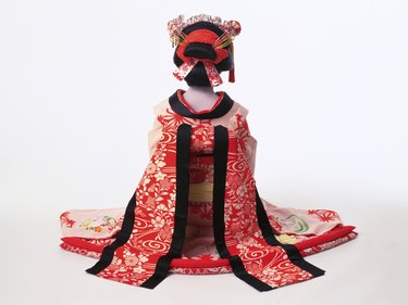 Portrait of a Kabuki actor acting as female sitting down, Rear View