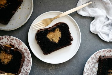 Show off to your loved ones with this surprise Hidden Heart Cake!