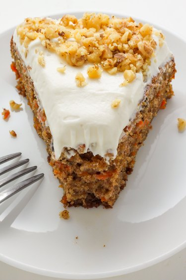 How make Old Fashioned Carrot Cake.