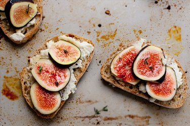 How to make 15-Minute Fig and Ricotta Crostini