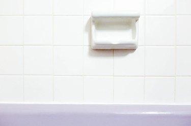 How to Remove Bathtub Caulk