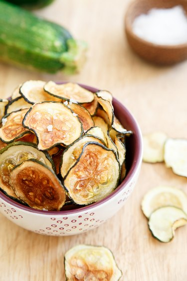 How to make crispy zucchini chips in the oven