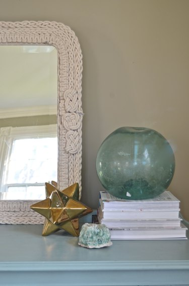 Close up of knotted mirror
