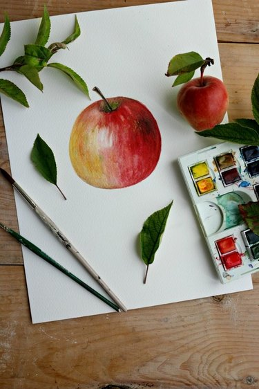 A painting of an apple.