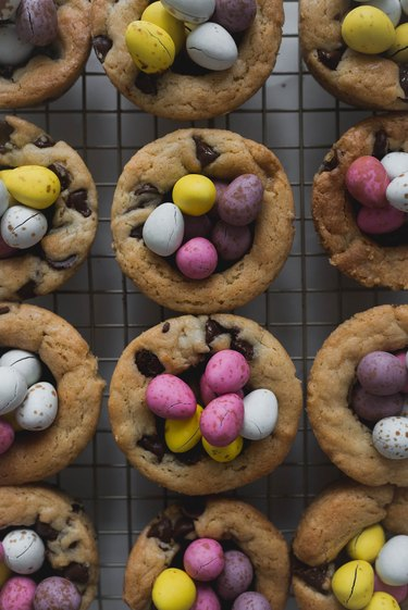 """The cookie cups should resemble little easter egg """"nests""""."""