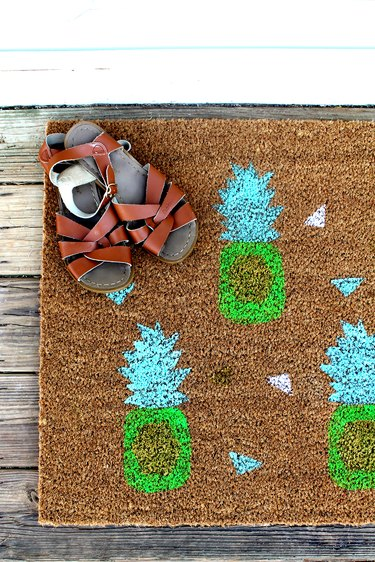 How to Make a Cheerful DIY Pineapple Doormat