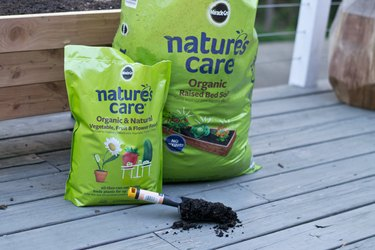 Miracle Gro Nature's Care Raised Bed Soil
