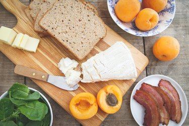 Ingredients for apricot brie and bacon grilled cheese