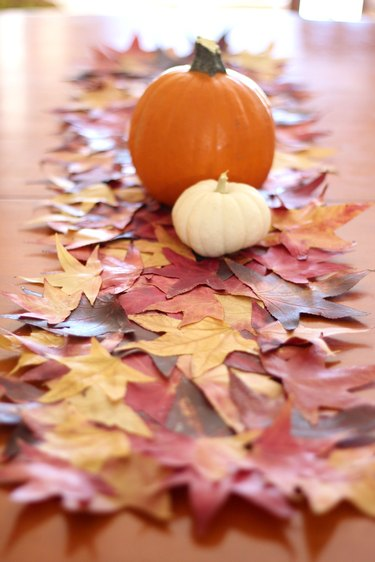 fall leaves runner