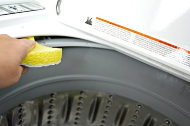 how to clean a top loading washing machine with natural ingredients