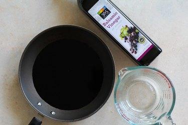 Skillet, balsamic vinegar, measuring cup