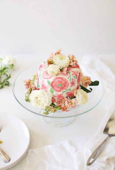 Use Beautiful Watercolors to Paint on Fondant Cake