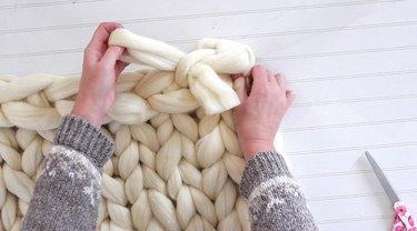 thread yarn end through