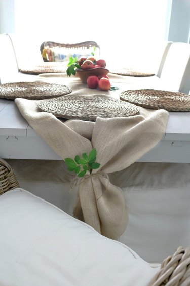 How to Use Burlap As a Table Runner