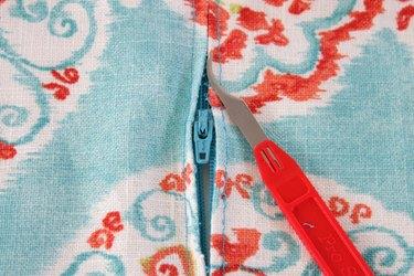 How to put a zipper in a pillow