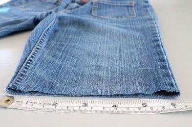 Medição da bainha crua das calças