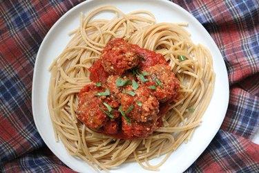 Vegan meatballs and spaghetti