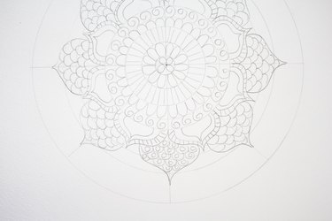 Drawing circles inside scallops.