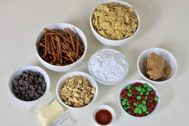 ingredients for reindeer chow