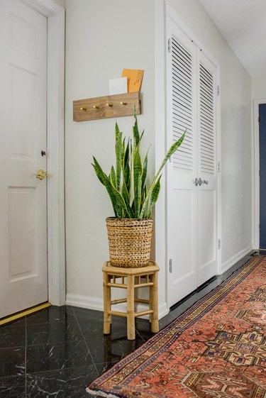 Coat rack for entryway