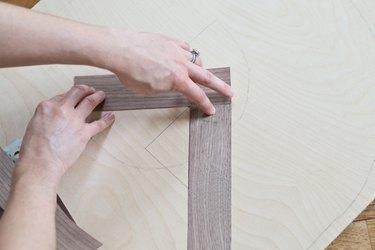 Place the veneer strips.