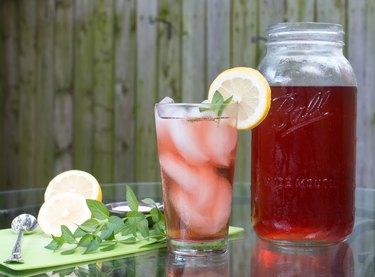 Sun brewed tea in a glass and mason jar