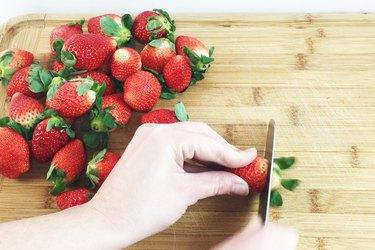 De-stemming the strawberries