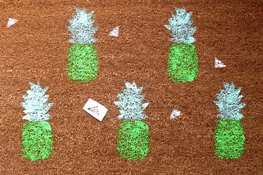 DIY How to Make a Cheerful Pineapple Doormat